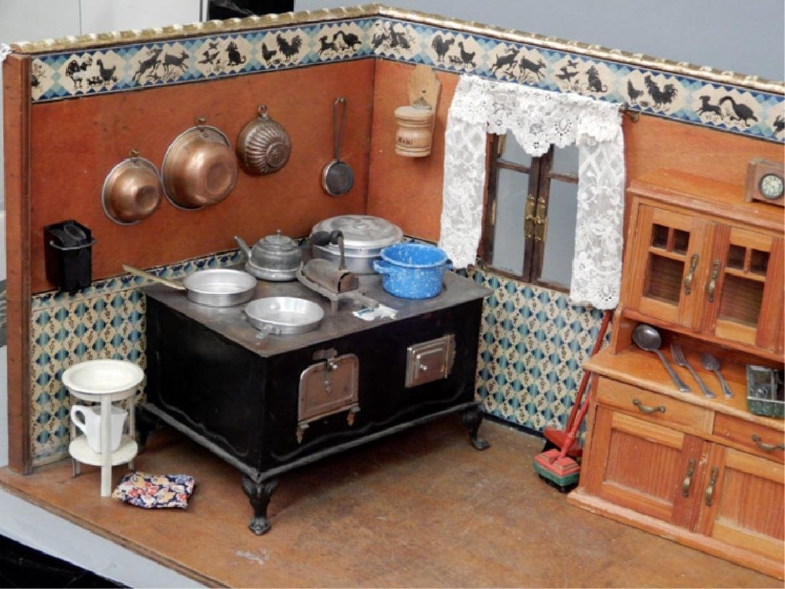 Early 1930's German kitchen room box - 4