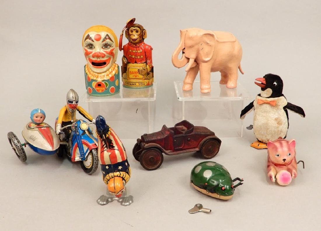 Grouping of wind up toys