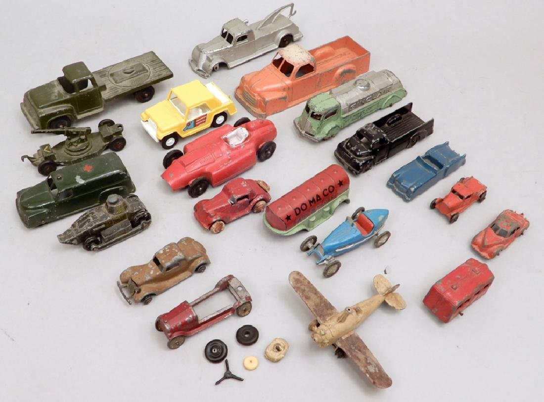 Grouping of Tootsietoy diecast vehicles