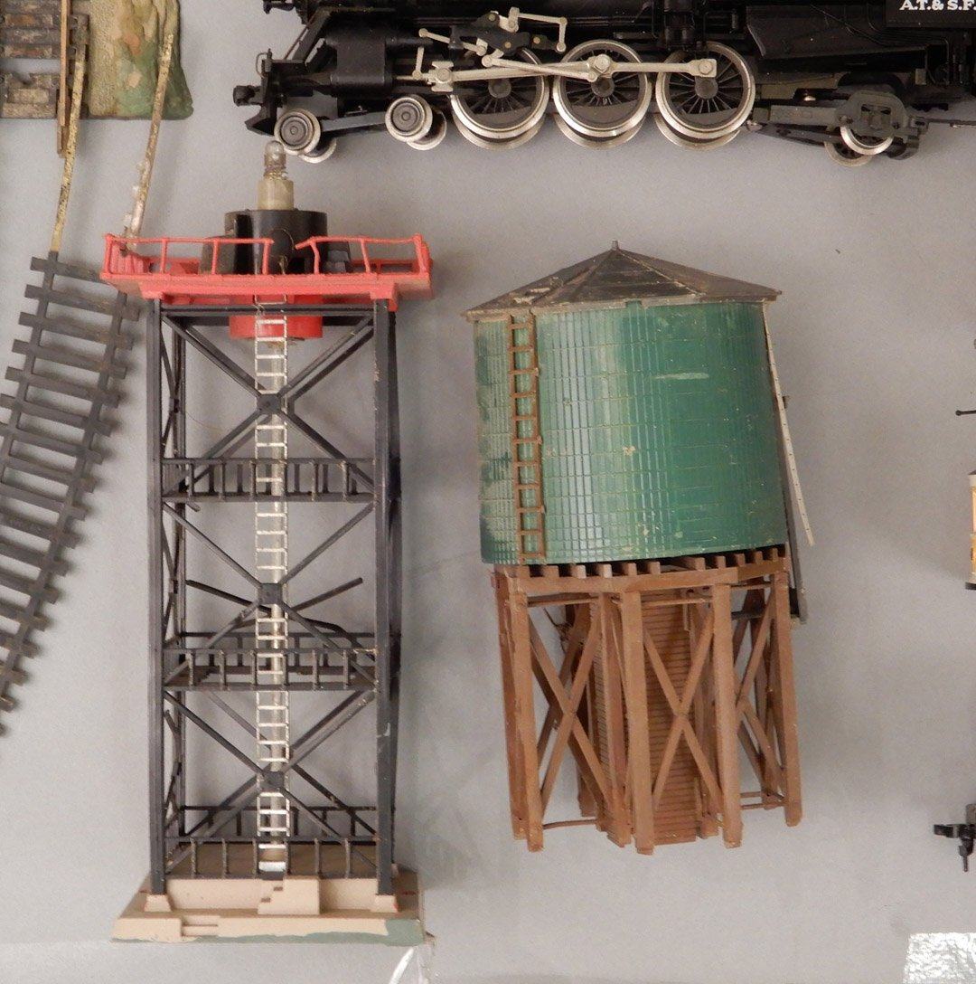 Collection of HO scale model trains and buildings - 10