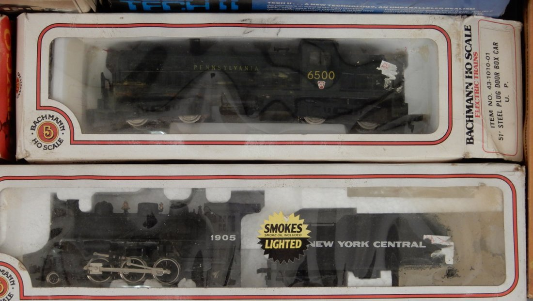 Collection of HO scale model trains and buildings - 2