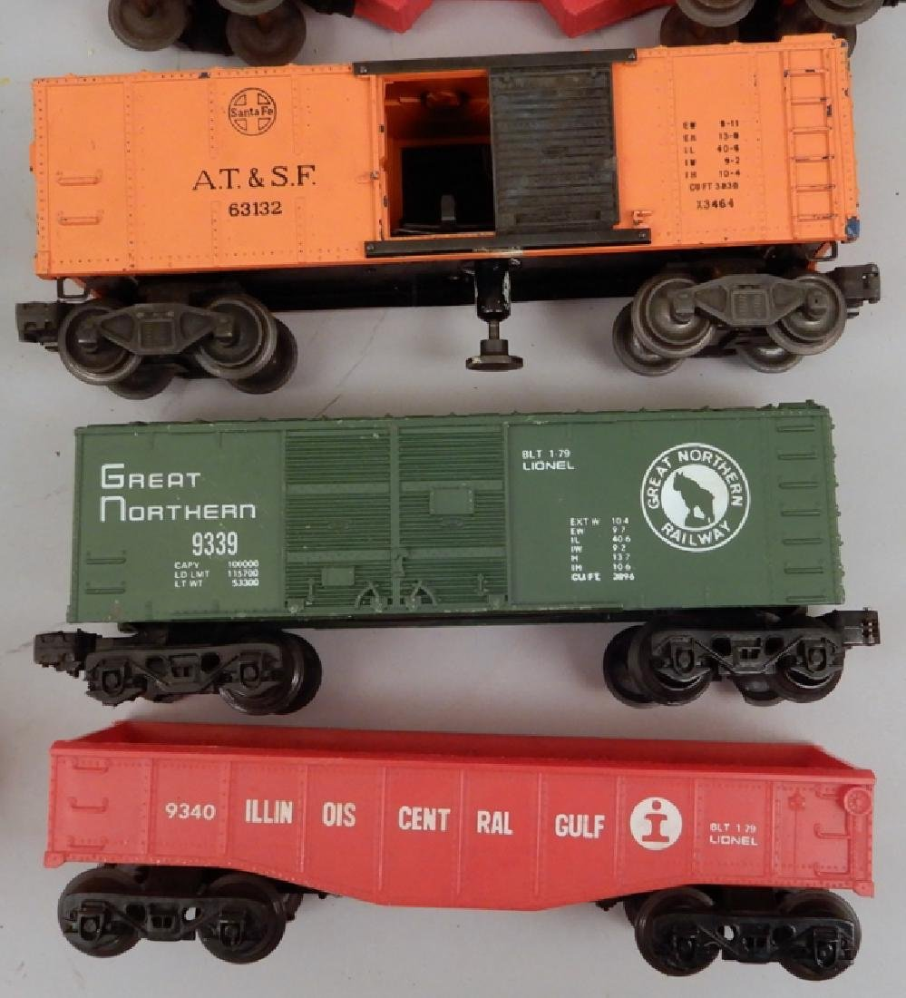 Grouping of Lionel post war O gauge freight cars - 3