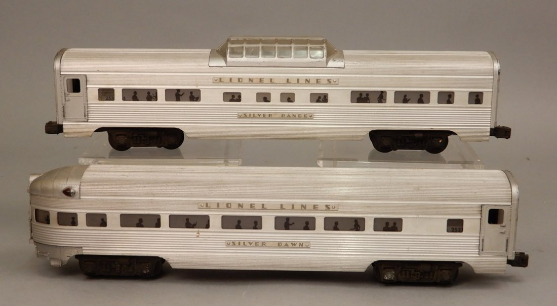 Lionel Silver Lines passenger cars