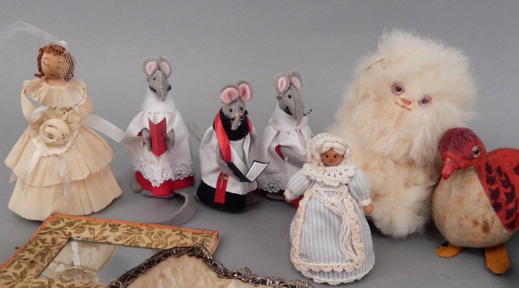 Grouping of vintage doll accessories - 3