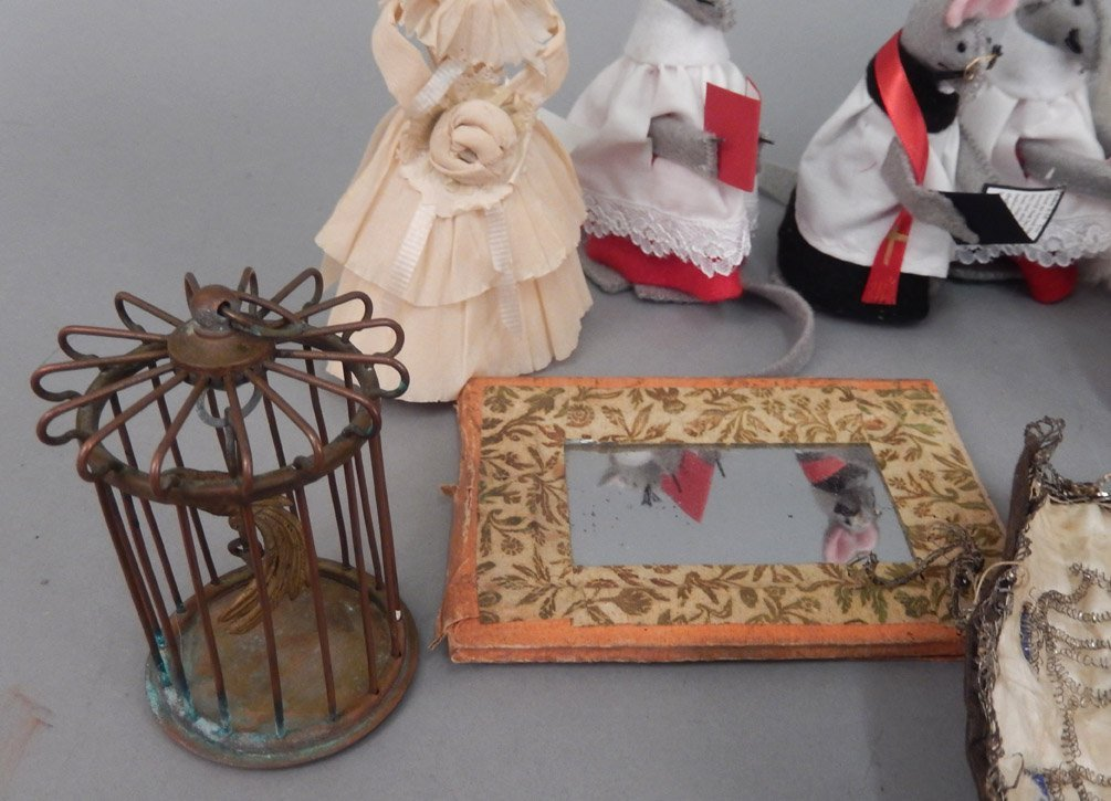 Grouping of vintage doll accessories - 4