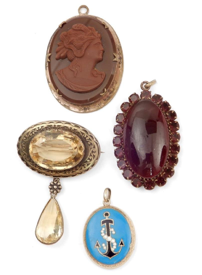 Grouping of four vintage jewelry pieces