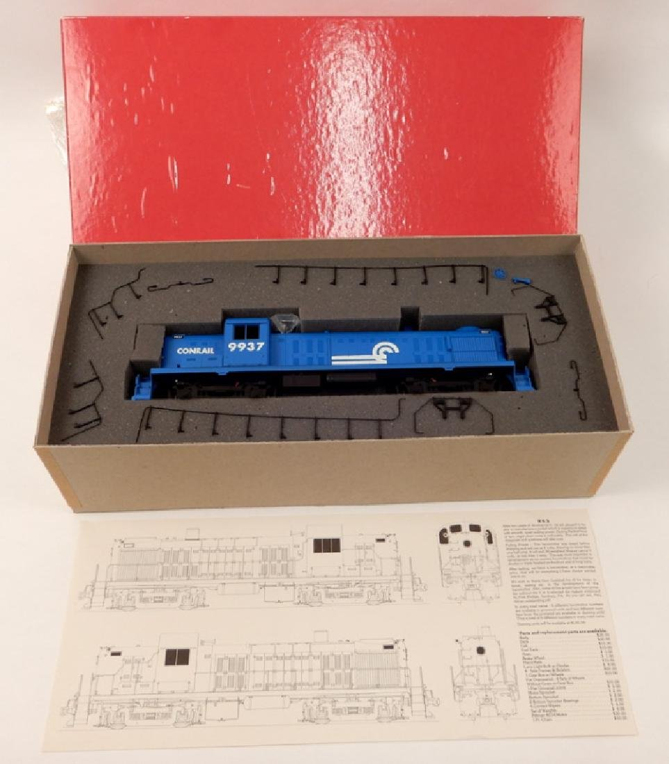 Weaver Hi-Rail RS-3 Diesel Locomotive in original box