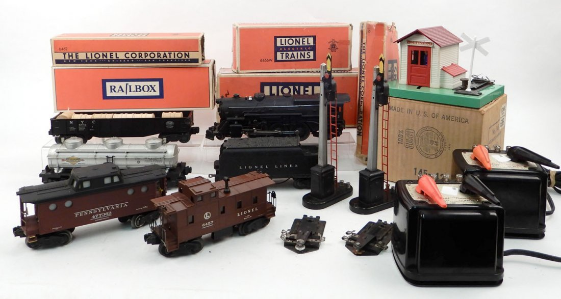 Lionel postwar O gauge freight set and accessories