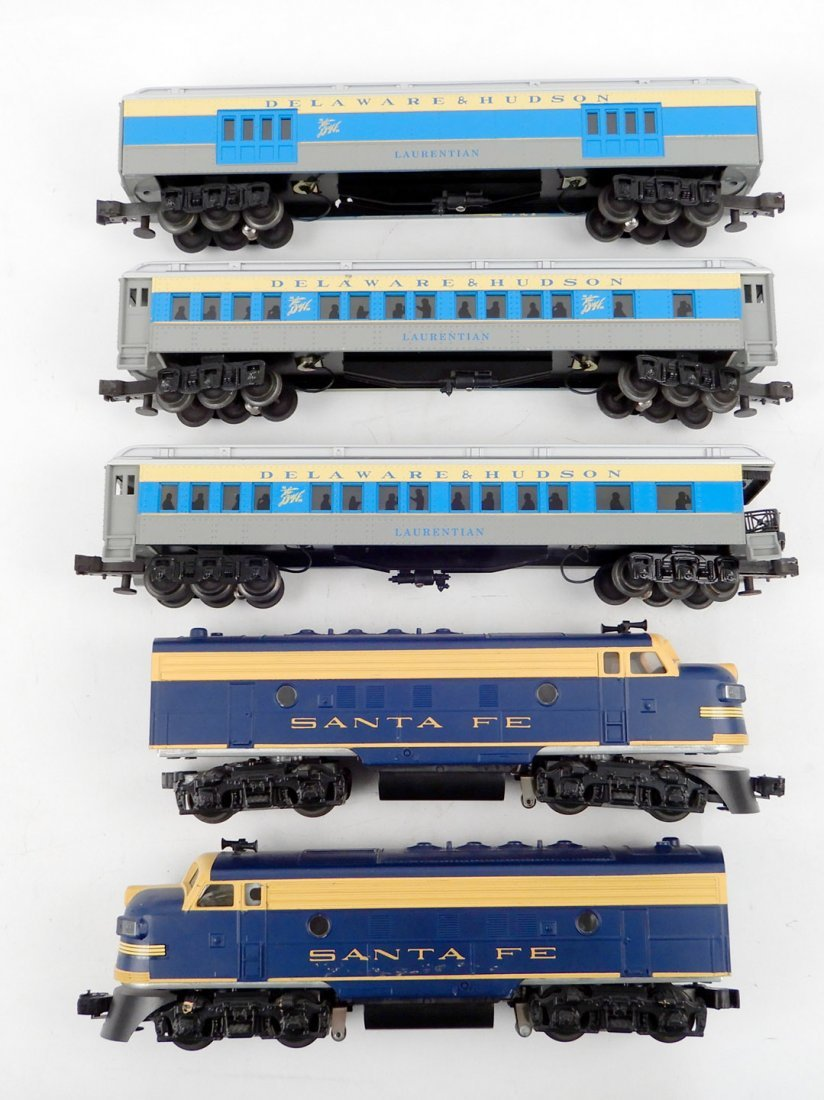 Williams Santa Fe Diesel 2-unit set and D&H passenger