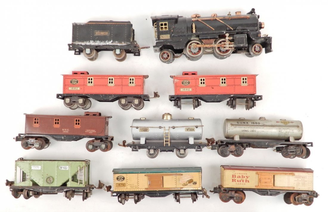 Lionel prewar O gauge locomotive and freight cars