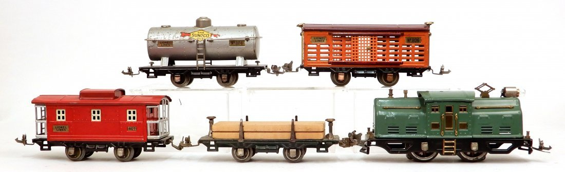Lionel prewar O gauge engine and freight cars