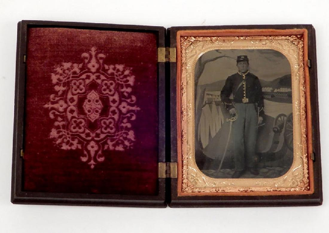 Civil War tintype of Cavalry Officer in union case
