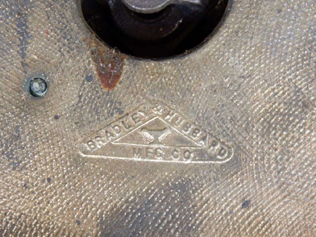 Bradley & Hubbard slag glass panel lamp - 10