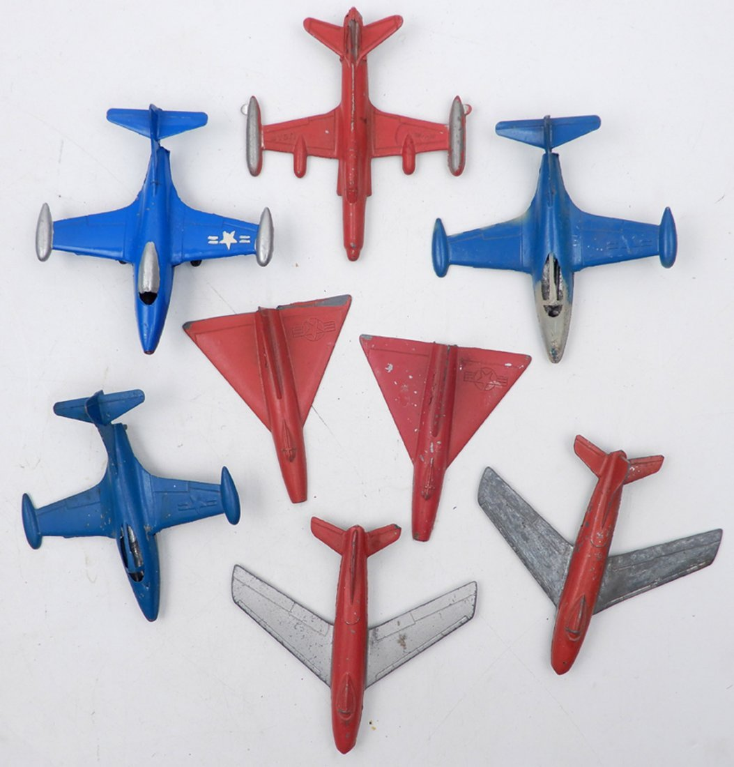 Eight Tootsietoy diecast airplanes, includes Delta and