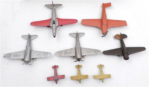 Eight diecast airplanes, includes two Tootsietoy and