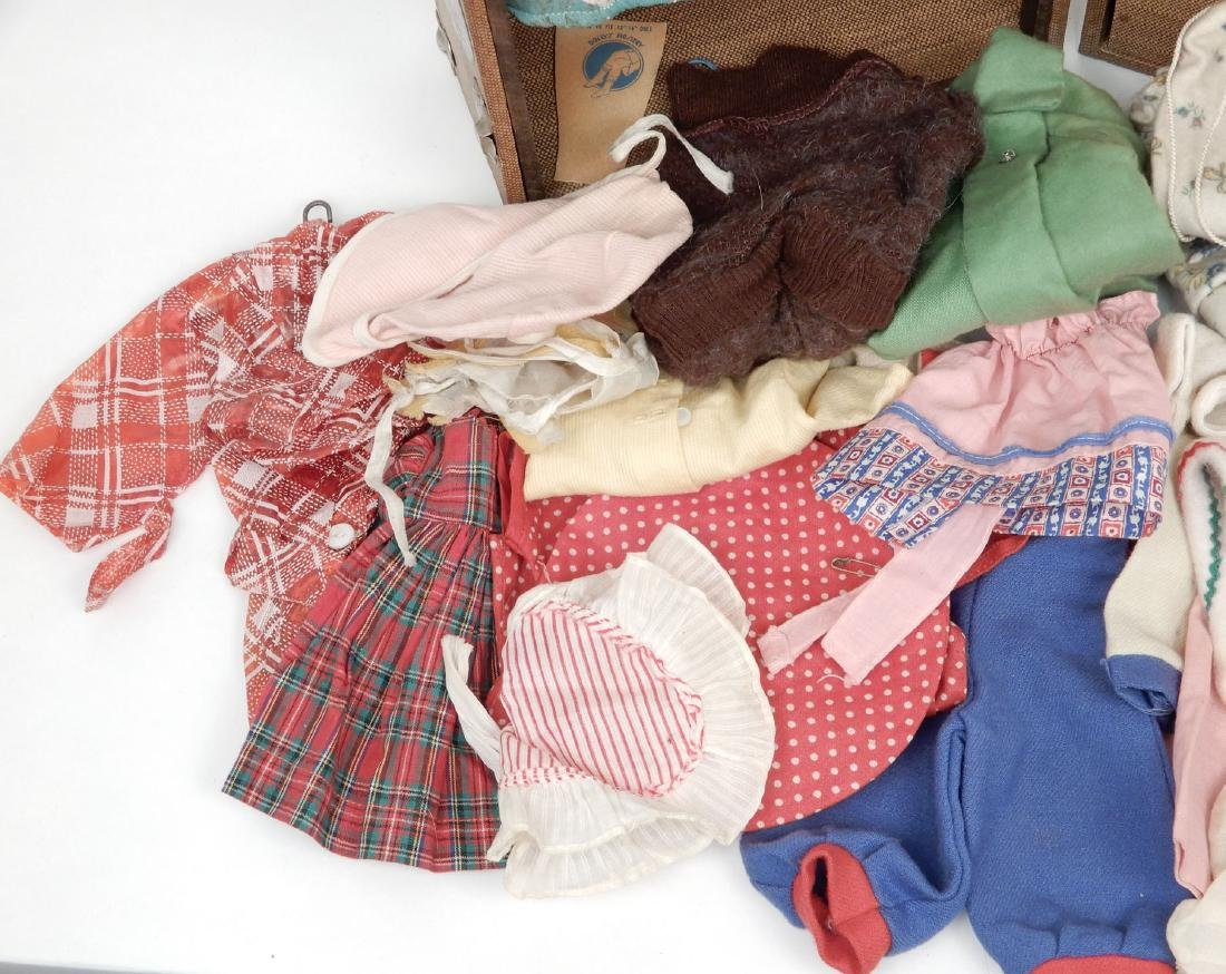 Vintage 1940's doll travel trunk with early clothes - 3