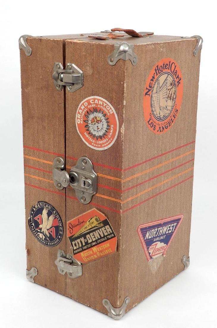 Vintage 1940's doll travel trunk with early clothes - 5