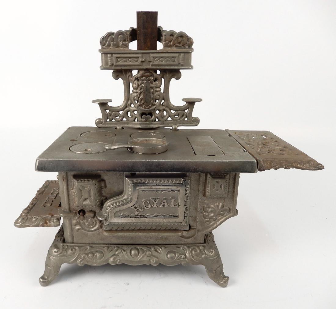 Kenton Brand Royal cast iron stove