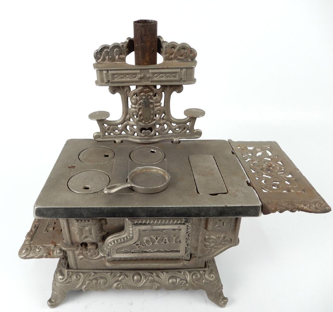 Kenton Brand Royal cast iron stove - 2