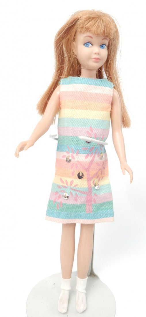 Skipper doll with clothes and accessories in carry case - 7