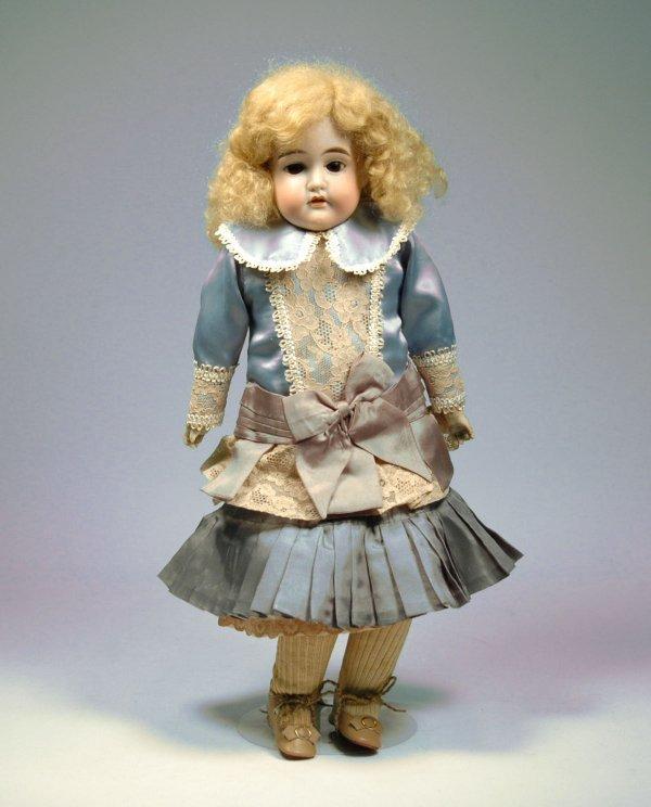 23:  Cuno, Otto, Dressel bisque head doll, bisque lower