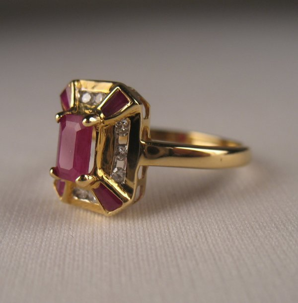196: Contemporary 14k gold ruby and diamond ring has ce