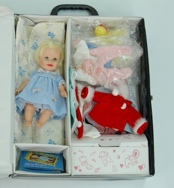 """5: Suzy Cute doll in vinyl case with outfits, 7 1/4"""" vi"""