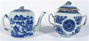 Chinese Export porcelain blue and white teapot and