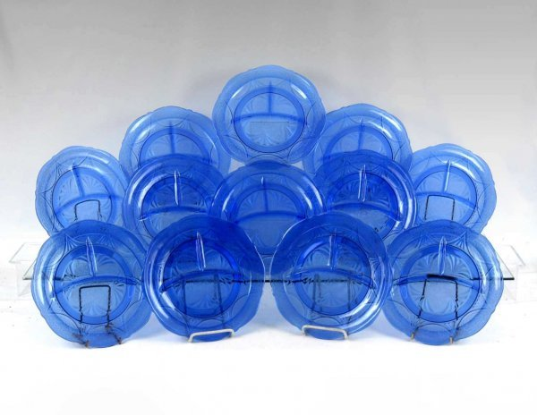 "23: Set of twelve Hazel-Atlas ""Royal Lace"" grill plates"