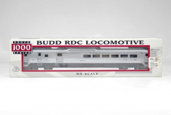 16: Budd RDC Locomotive, #9168, HO scale, Life-Like Pro