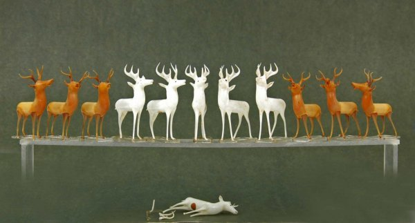 21: Set of twelve glass reindeer including six brown an
