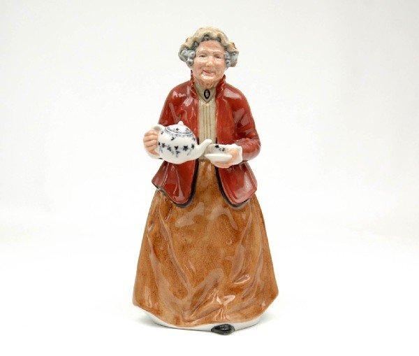 "24: Royal Doulton figurine ""Teatime"", H.N. 2255, marked"