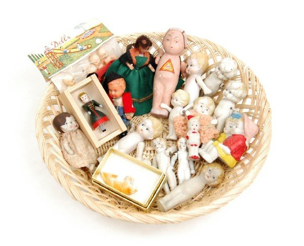 """607: Large lot of tiny dolls sizes 2"""" to 4 1/2"""", mostly"""