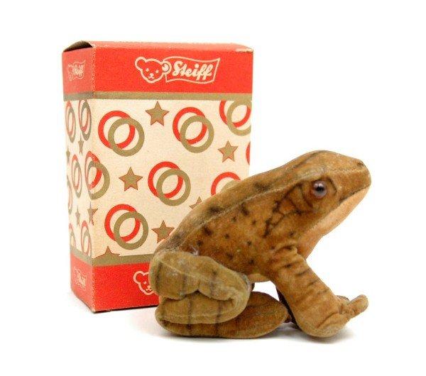 611: Steiff velvet frog, silver button on left front le