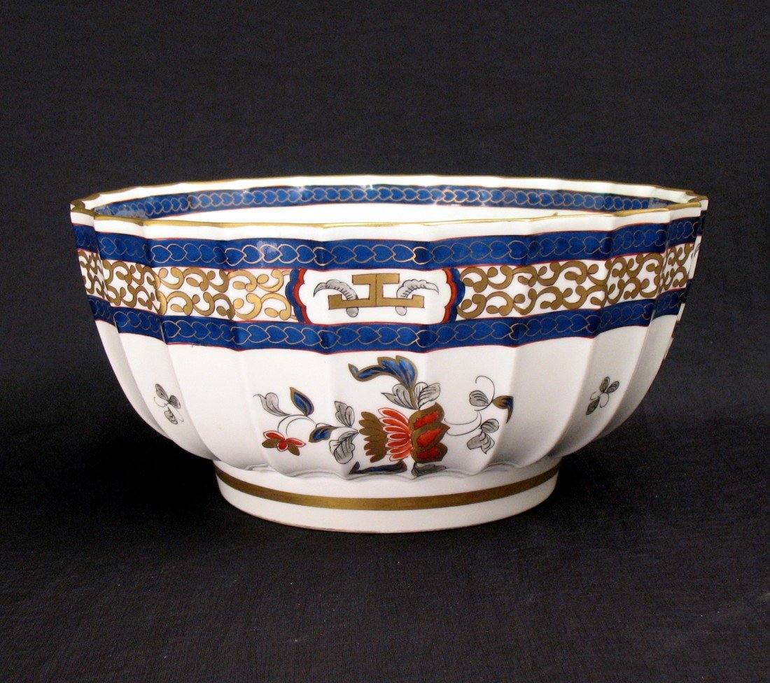 7: Hand painted French bowl, scalloped form with polych