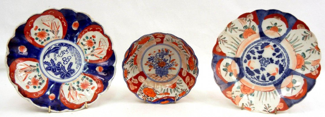 22: Three pieces of Imari, two plates with scalloped ri