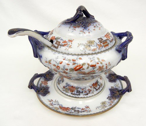 22A: Ashworth flow blue soup tureen with lid, under tra