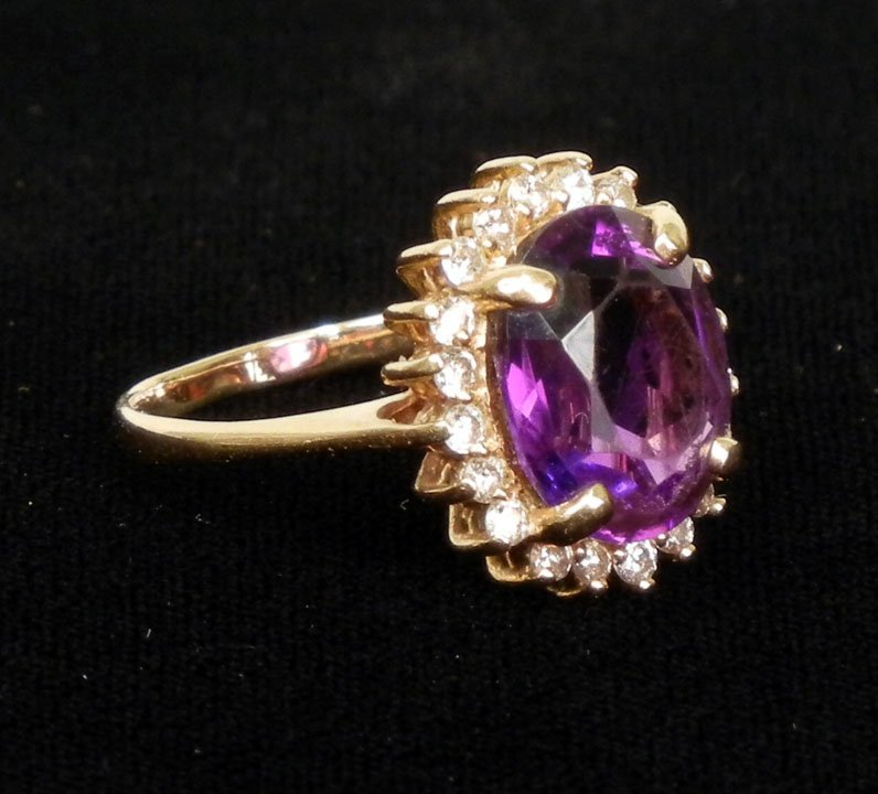 268: Gold amethyst and diamond ring, 14k yellow gold ri