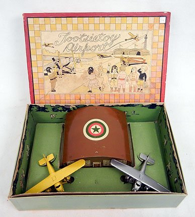 227: Tootsietoy 1930s Airport boxed set with two mint F