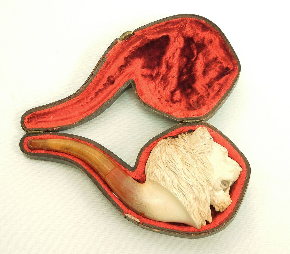 3: Carved Meerschaum pipe, lion's head bowl, fitted cas
