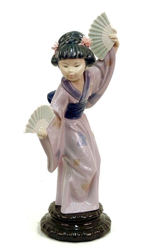 """12: Lladro """"Madame Butterfly"""" No. 4991, 11 3/4"""" high"""