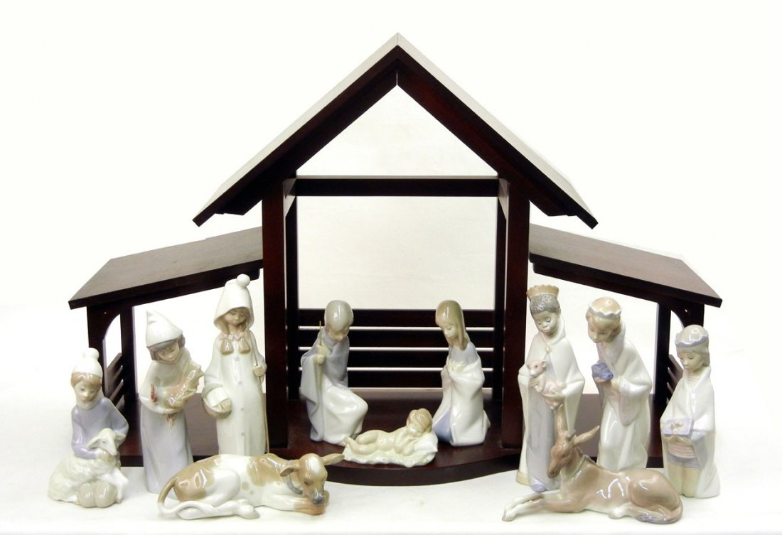 "18: Eleven piece Lladro Nativity set, including ""Mary"""