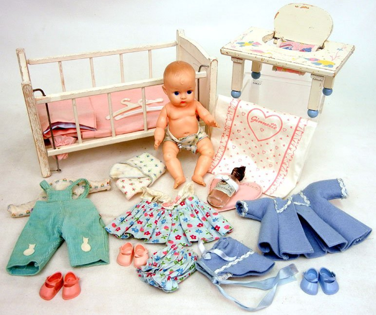 17: Grouping of Vogues Ginnette, crib, tender, clothes,