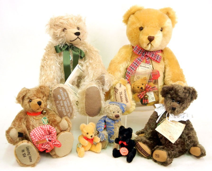 "123: Eight Hermann Bears, including miniature bears ""Ni"