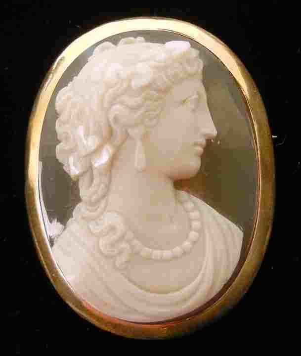 272: Victorian gold hard stone cameo, 14K yellow gold m