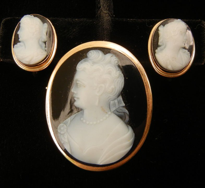 276: Gold and black onyx cameo pin and earrings set, 14