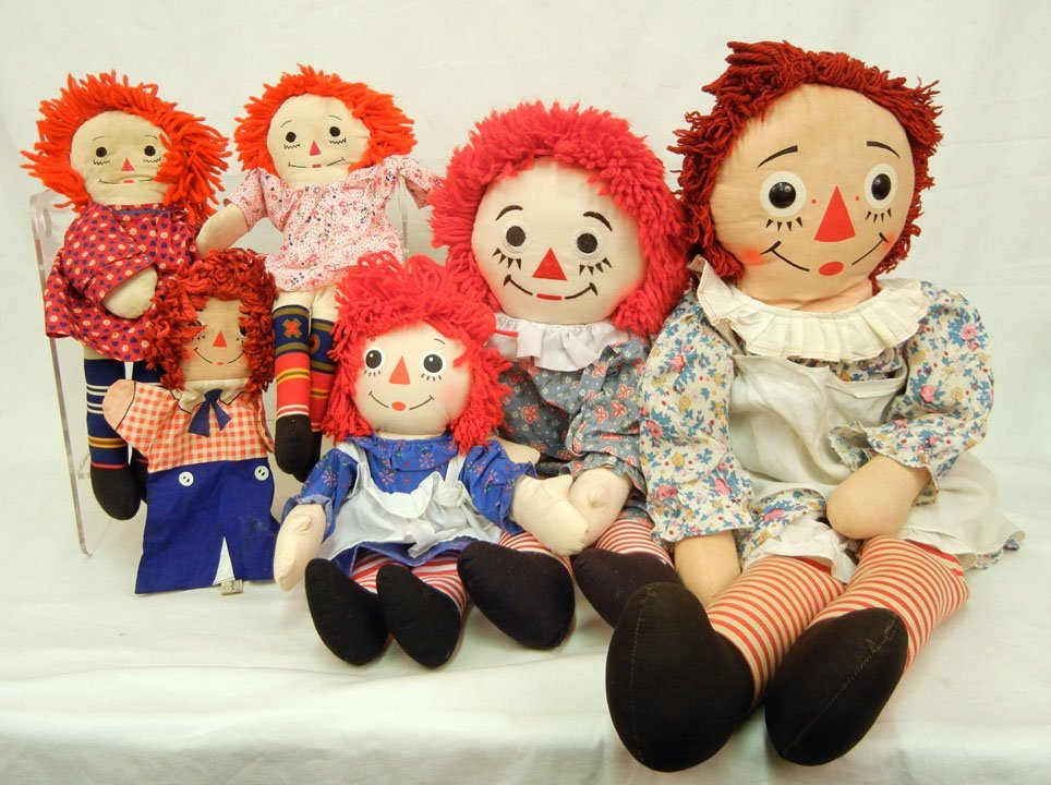 Collection of Raggedy Ann and Andy cloth dolls includin