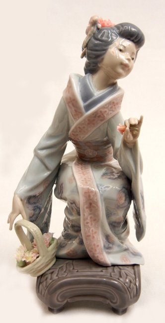 "Lladro Yuki No. 1448, 7 3/4"" high"