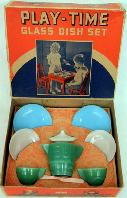 Akro Agate Co. Play-time glass dish set in original box
