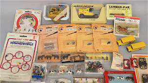 Large grouping of HO scale people and accessories